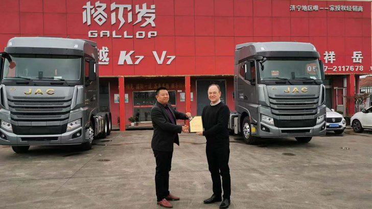 Çinli JAC ağır kamyonlarının kalitesi Türk yöneticiye emanet